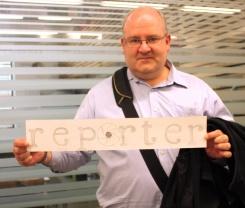 holding reporter_lr